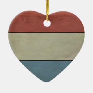 (Grunged) Luxembourg flagga, Hjärtformad Julgransprydnad I Keramik