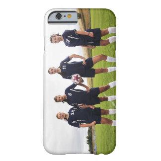 gruppportait av tonåring flickafotbollspelare barely there iPhone 6 skal