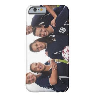 gruppporträtt av tonåring flickafotbollspelare barely there iPhone 6 fodral