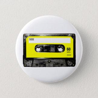Gul etikettvintagekassett standard knapp rund 5.7 cm