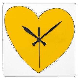Gul hjärta tar tid på fyrkantig klocka