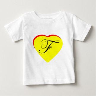 Gul röd F bröllopinbjudan för hjärta MUSEET Z Tshirts