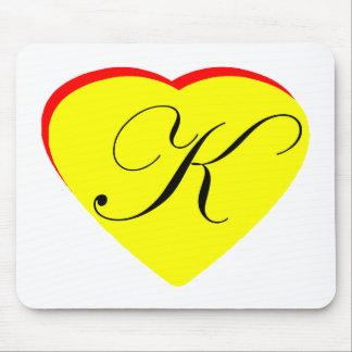 Gul röd K bröllopinbjudan för hjärta MUSEET Z Mus Matta