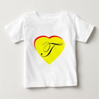 Gul röd T bröllopinbjudan för hjärta MUSEET Z Tröjor