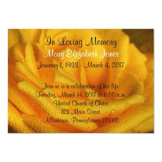 Gul rosminnesgudstjänstmeddelande 12,7 x 17,8 cm inbjudningskort