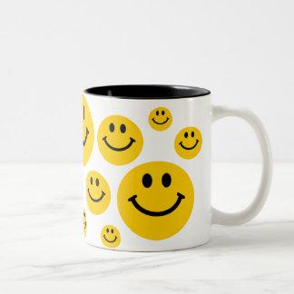 Gul smiley face Två-Tonad mugg