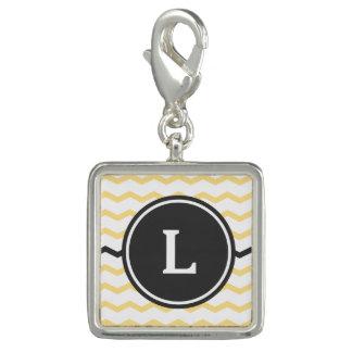 Gula och gråa sparrerandar med monogramen foto berlocker