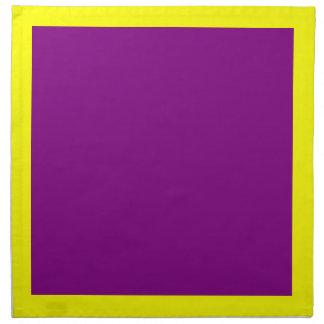 Gula och purpurfärgade servetter