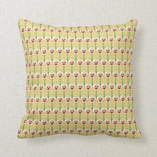 Gula pansies - retro tapetmönster kudde