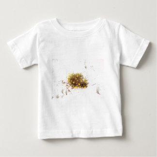 Gula vildblommar i vitSand T-shirts
