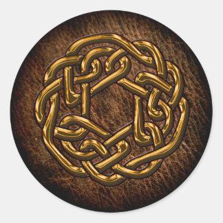 Guld- celtic prydnad på läder runt klistermärke