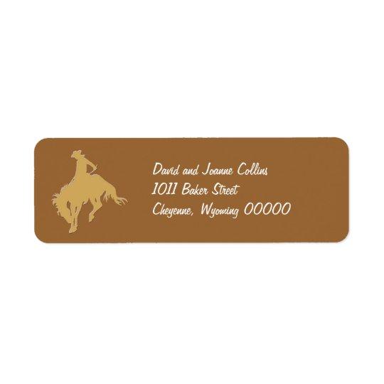 Guld- Cowboy som sparkar bakut hästen Returadress Etikett