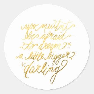 """Guld """"dröm- större"""" klistermärkear runt klistermärke"""