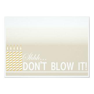 Guld- födelsedagsfest för överrrakning 50th 12,7 x 17,8 cm inbjudningskort