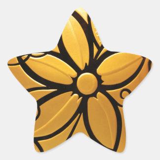 Guld- gul blom- design för strålpunkt stjärnformat klistermärke