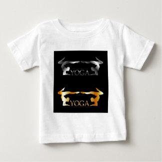 Guld- och silveryoga- eller gymnastiklogotyp tee shirts