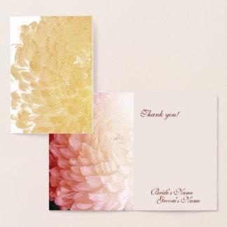 Guld omkullkastar det rosa folierat kort