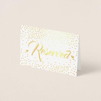 Guld omkullkastar reserverade konfettiar folierat kort