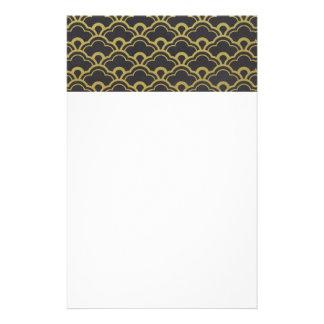 Guld omkullkastar svarten langetterade brevpapper