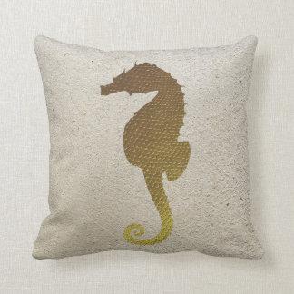 Guld- seahorse- och vitSanddekorativ kudde