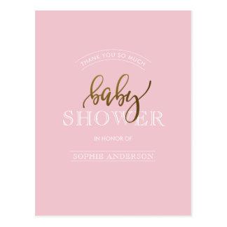 Guld skrivar på pastellfärgat baby showertack för vykort