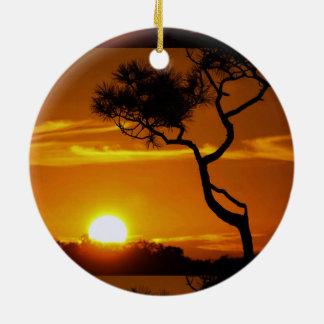 Guld- Skyview för solnedgångsolnedgångträd himmel Julgransprydnad Keramik