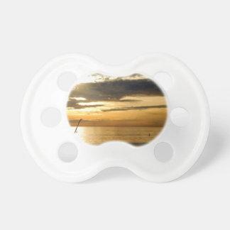 guld- Stillahavs- solnedgång Napp