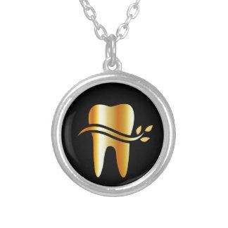 Guld- tand med löv silverpläterat halsband
