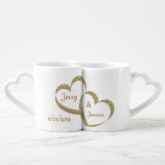 Guld- uppsättning för hjärtanygift personmugg kärlekskopp