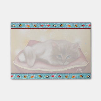 Guldfiskramen med den fluffiga sömniga kattungen post-it lappar