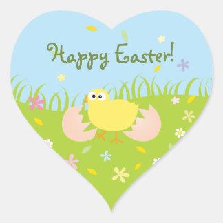 Gullig babychick för glad påsk hjärtformat klistermärke