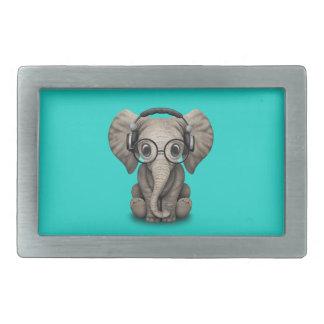 Gullig babyelefant Dj som ha på sig hörlurar och