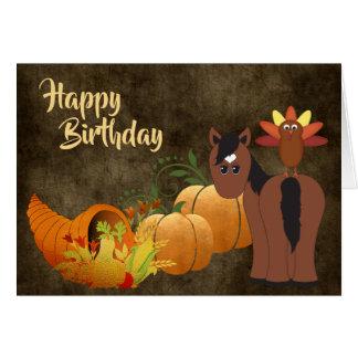 Gullig brun häst och Turkiet guld- höstfödelsedag Hälsningskort