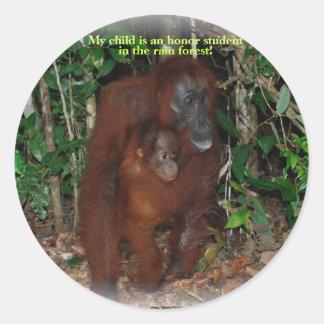 Gullig djur Orangutandjungelfamilj Runt Klistermärke