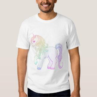Gullig färgad unicornponny för kawaii regnbåge t-shirt