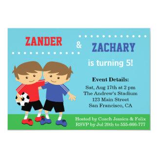 Gullig fotbolltwillingar, fotbollbarns 12,7 x 17,8 cm inbjudningskort