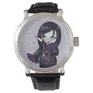 Gullig GeishasvartKimono med purpurfärgade fläktar Armbandsur