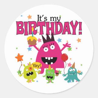 Gullig gigantisk födelsedag för ungar runt klistermärke