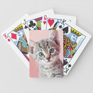 Gullig kattunge med blåttögon spel kort