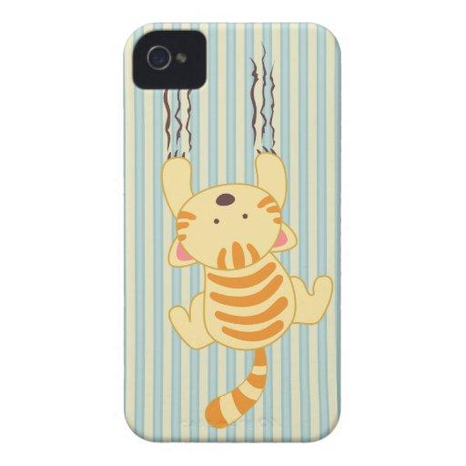 Gullig kattunge som skrapar väggroligtblackberry b iPhone 4 Case-Mate skydd
