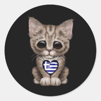 Gullig kattungekatt med grekisk flaggahjärta, rund klistermärke