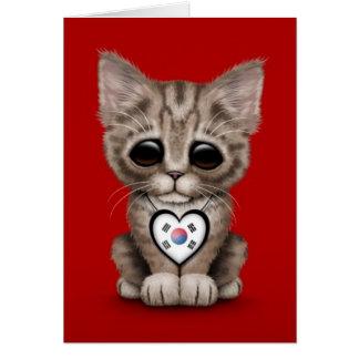 Gullig kattungekatt med sydkoreansk hjärta som är hälsningskort