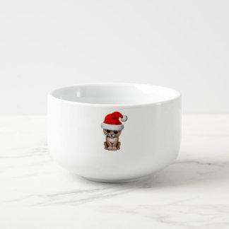 Gullig lejon unge som ha på sig en Santa hatt Soppmugg