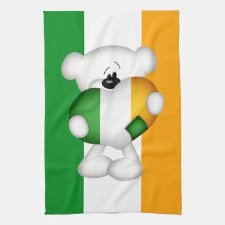 Gullig nalle med stor irländsk hjärta kökshandduk