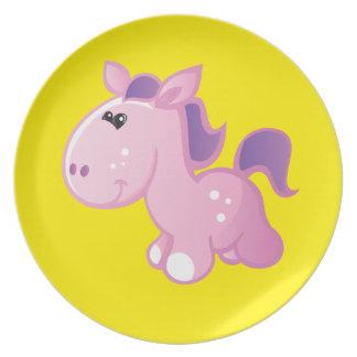 Gullig ponny på gult tallrik