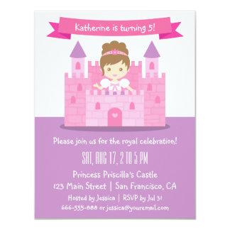 Gullig Princess i slottflickafödelsedagsfest Personliga Tillkännagivande