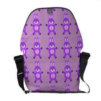 Gullig purpurfärgad kanin messenger bag