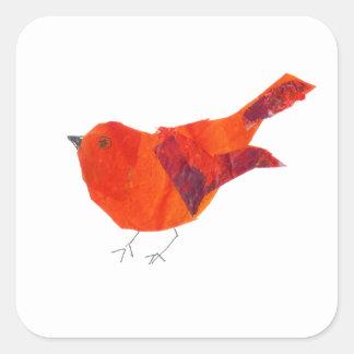 Gullig röd fågel fyrkantigt klistermärke