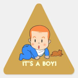 Gullig rödhårig bebis triangelformat klistermärke