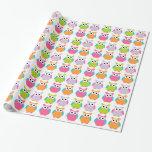 Gullig rosa födelsedaguggla som slår in papper inslagningspapper
